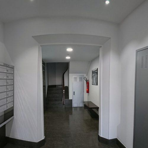 Portal en Edif. Viviendas 05